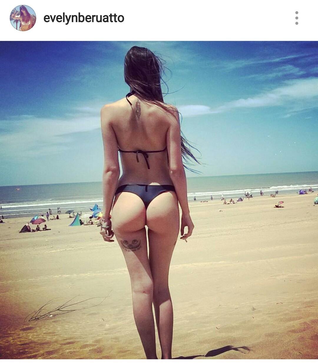 Chicas de Instagram enseñando su culo con tanga