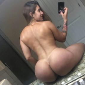 Selfies Amateurs en el espejo mostrando sus traseros